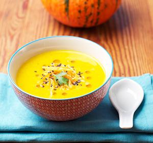 Curry_Suppe_mit_Kokosmilch_und_Karottenstroh